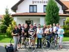 Spokojení hosté na dovolené v Praze, u nás se najde bezpečné místo i pro Vaše kola.