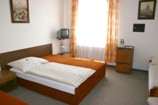 Čtyřlůžkový pokoj v Penzionu Větrný mlýn - dostatek prostoru pro všechny. Penziony a hotely v Praze.